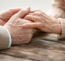 Di Ak diese alten Eltern Adobe Stock 200951060 NL